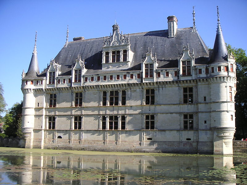 View of Azay le Rideau chateau from the gardens