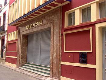 Fachada del teatro Cine Regio