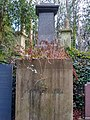Family vault of Frank Holl at Highgate Cemetery (west).jpg