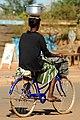 Femmes à vélo à Ouagadougou4.jpg
