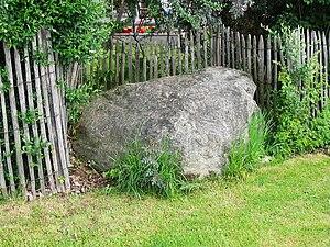 Stephanskirchen - fence, encircling an erratic boulder