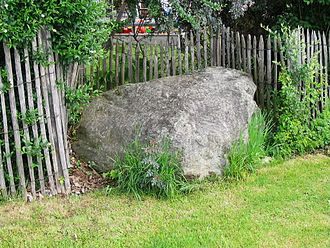 Stephanskirchen - fence, encircling an erratic boulder
