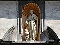 Florinskirche Koblenz, Figur des hl. Florin über dem Südportal.jpg