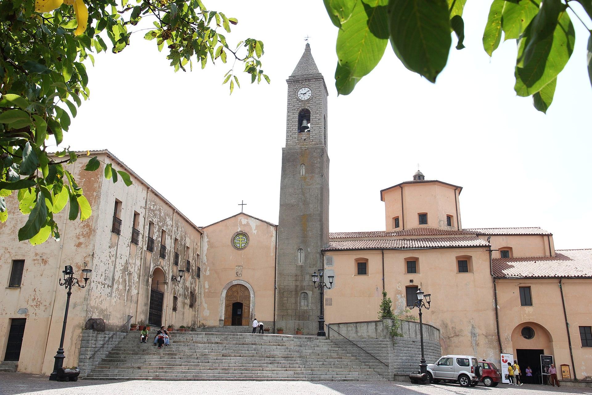 Fonni - Complesso basilicale di Santa Maria dei Martiri (02).JPG
