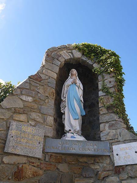 La statue de la Vierge.