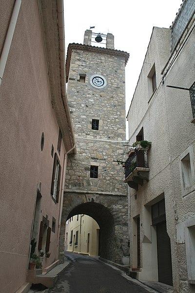 Fontès (Hérault) - Porte et tour du village.