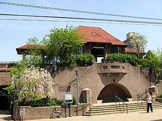 Forest Hills station (LIRR) - Image: Forhillirrjeh