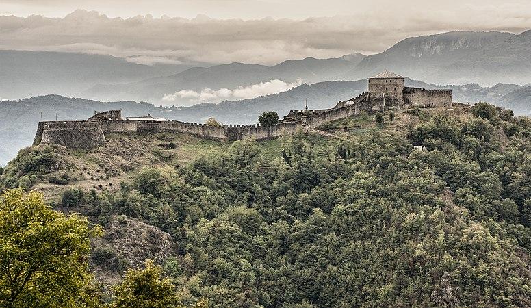 Fortezza Verrucole vista da Nord.jpg