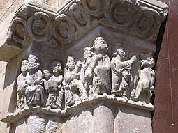 Fraga - Capitel de la portada de la iglesia de san Pedro.JPG