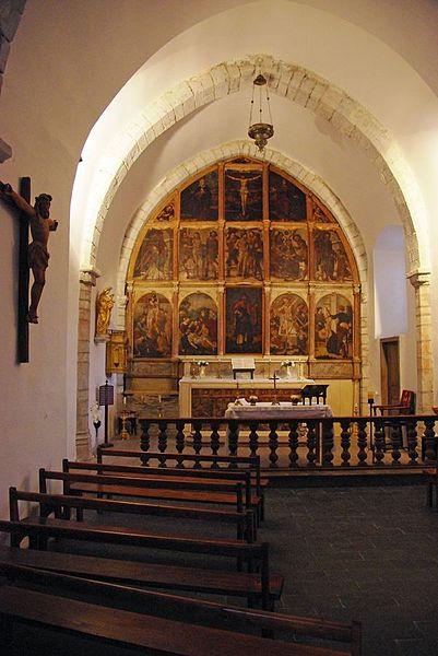 Galey (Ariège, France), chapelle saint Quentin, le chœur et son retable de 15 tableaux, classé M.H..