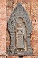 Gardienne du temple Lolei (Angkor) (6969557243).jpg