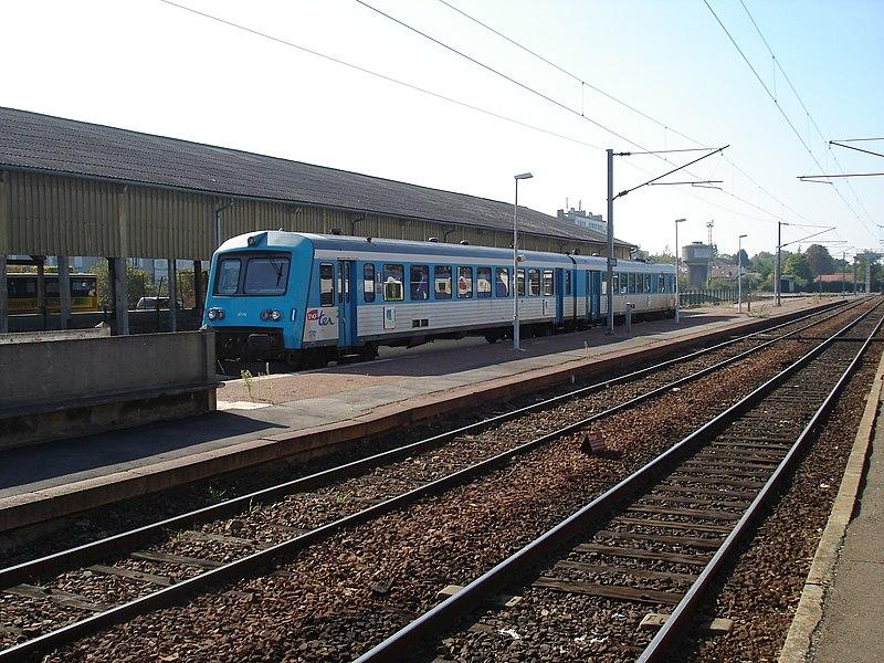Gare de Dreux (28): L'autorail TER Basse-Normandie X 4750 à son terminus.