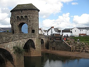 Monmouth - Image: Gatehouse on Monnow Bridge geograph.org.uk 1241351