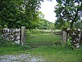 Gateway and boundary stone - geograph.org.uk - 720487.jpg