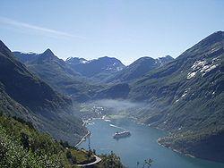 Geiranger from Oernesvingen2.jpg