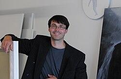 Gerhard Rießbeck in seinem Atelier.jpg