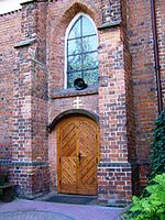 Gniezno. Kościół w klasztorze bożogrobców. Portal.JPG