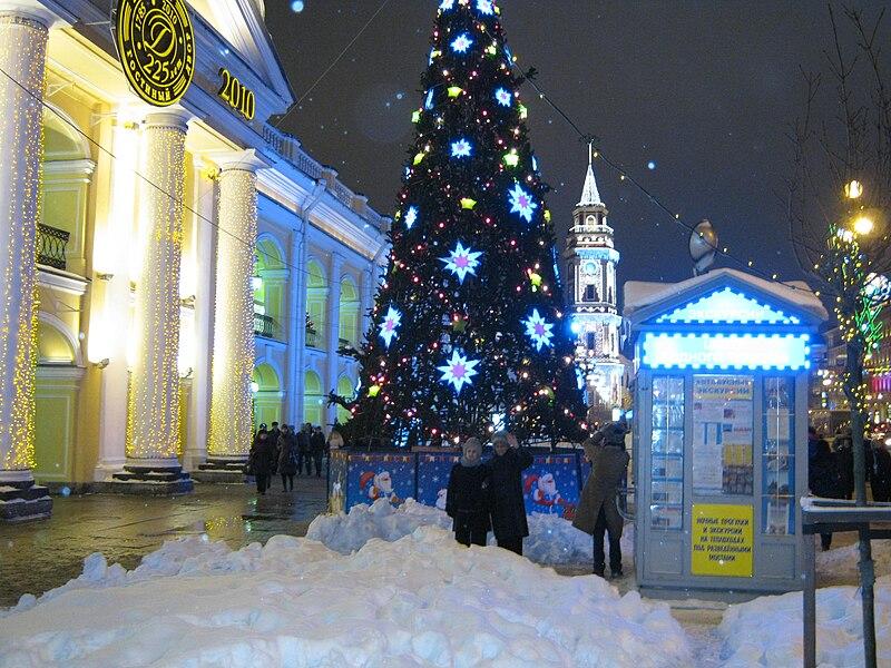 File:Gostiny Dvor2010.jpg