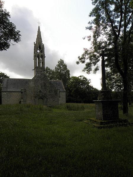 Façade occidentale de la chapelle Saint-Hervé en Gourin (56).