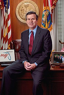 Portrait officiel de Jeb Bush.