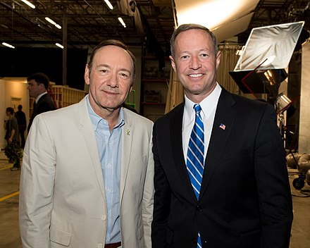 Spacey showing Maryland governor Martin O'Malley around the set of House of Cards, May 2013 Governor Tours the House of Cards Set (8769358329).jpg