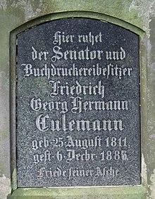 Detailansicht des Grabmals Friedrich Georg Hermann Culemann im Stadtfriedhof Engesohde, Hannover (Quelle: Wikimedia)