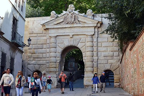 What are the recommended tours in Granada