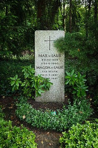Max von Laue - Max von Laue's grave in Göttingen