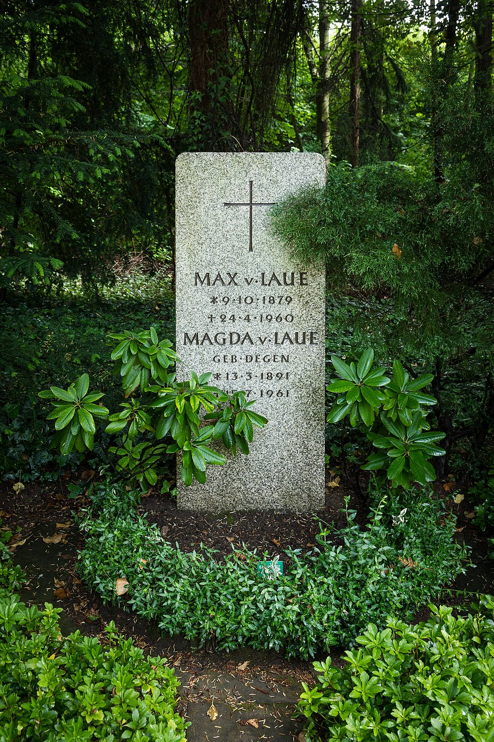 Grave of Max von Laue at Stadtfriedhof Göttingen 2017 01