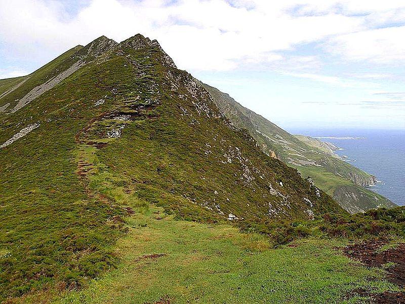 File:Green cliffs in Ireland.jpg