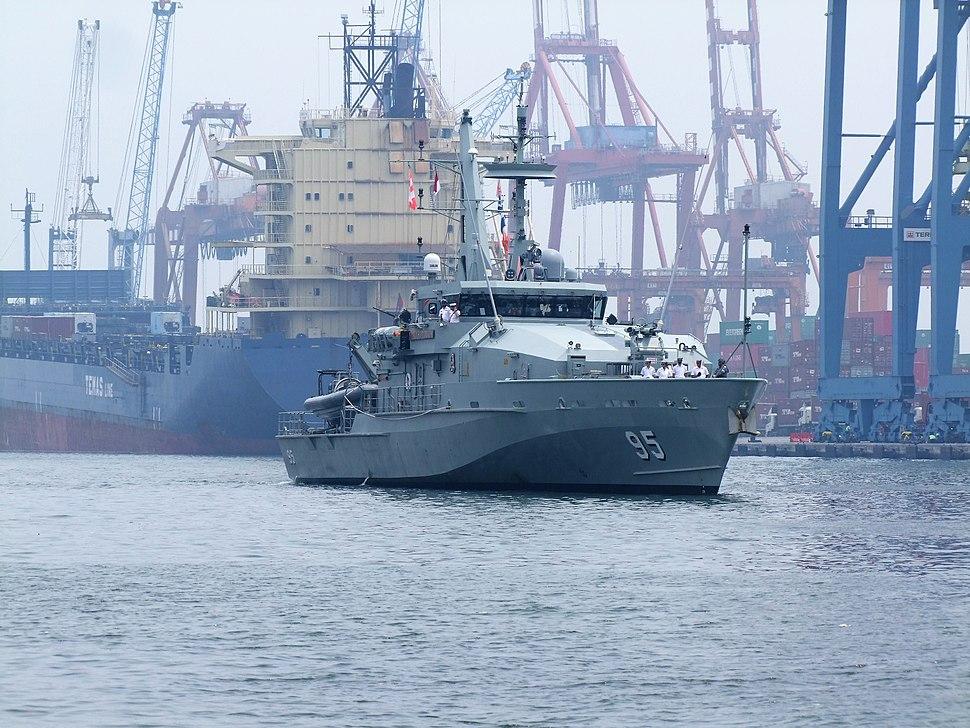 HMAS Maryborough arriving at Jakarta in 2017