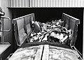 HUA-169068-Afbeelding van de aanvoer van huisvuil per vrachtauto bij het overlaadstation van VAM te Apeldoorn.jpg