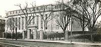 HarvardUniversity WidenerLibrary MassachusettsAvenueEntrance c1915 cropped.jpeg