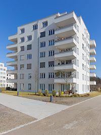 Haus-Westfassade mit Vorgarten und Gehweg, 2017, Faberstr. 8D, München.jpg