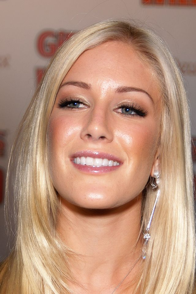The 30-year old daughter of father Bill Montag and mother Darlene Egelhoff, 163 cm tall Heidi Montag in 2017 photo