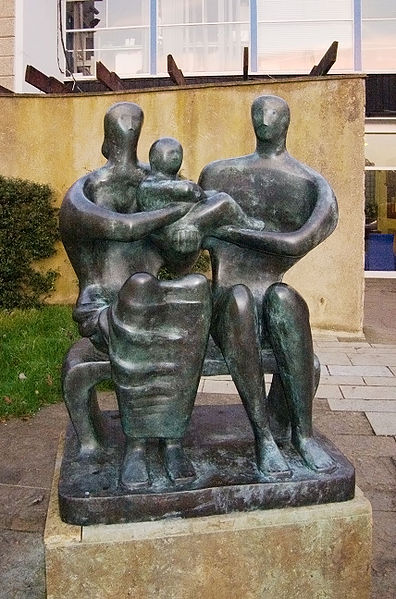 Henry Moore 396px-Henry_Moore%2C_Family_Group_%281950%29