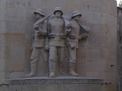 Herxheim am Berg Kriegerdenkmal 1rhb.jpg