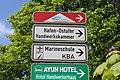 Hinweisschilder zum Hafen-Ostufer, MSM, KBA etc (Flensburg 2014-05-17), Bild 01.jpg