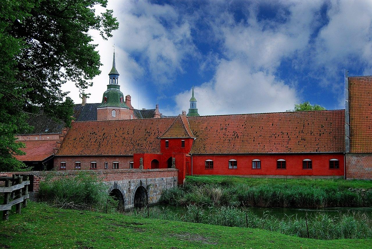 Holsteinborg Slot - panoramio.jpg