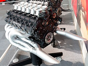 McLaren MP4/7A - Image: Honda RA122E engine rear left Honda Collection Hall