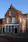 foto van Koopmanswoning met trapgevel (1795-1861: Het Langweerder Veerhuis) (1886-1964: Twentsch Bierhuis)