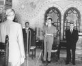 Houari Boumédiène Abdelaziz Bouteflika et Djelloul Khatib présentation des lettres de créance de l'ambassadeur des Etats Unis Palais du Peuple Alger 1967.pdf