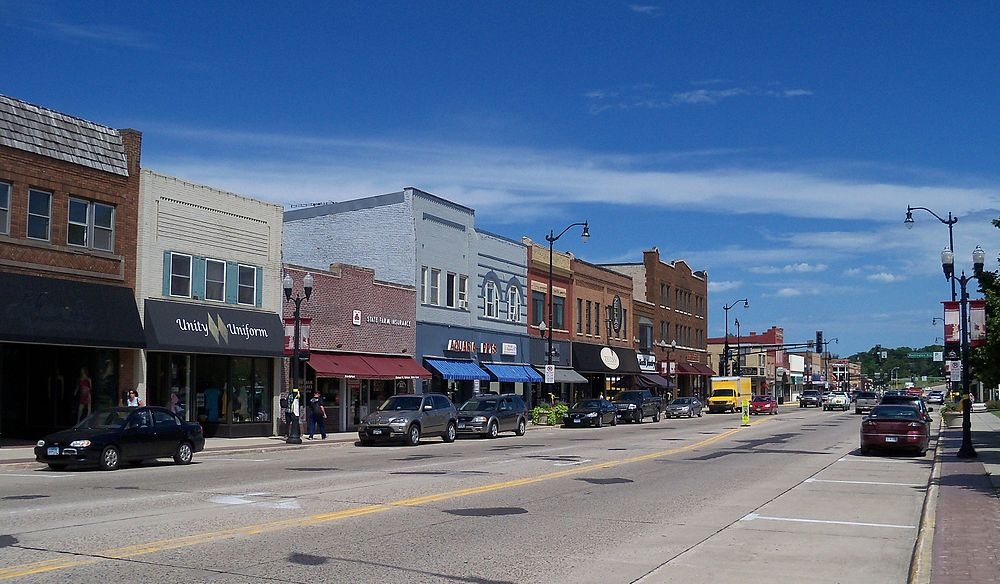 The population density of Hutchinson in Minnesota is 606.93 people per square kilometer (1571.84 / sq mi)