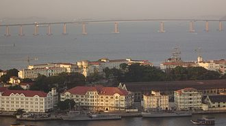 Ilha das Cobras - Ilha das Cobras, Rio de Janeiro: panoramic view of the complex with the Arsenal de Marinha do Rio de Janeiro. In the background is the Rio–Niterói Bridge.