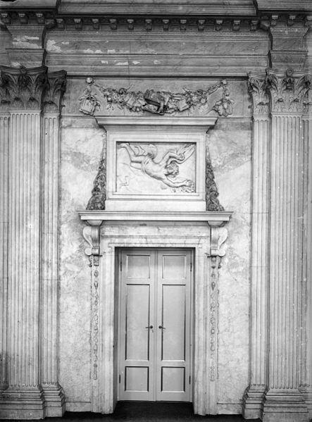 File:Interieur, ingangspartij, met bovendeurstuk, van de Desolate Boedelkamer - Amsterdam - 20407932 - RCE.jpg