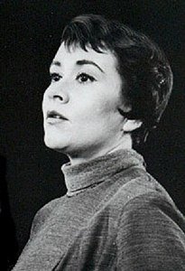 Joan Plowright 1960 (cropped).jpg