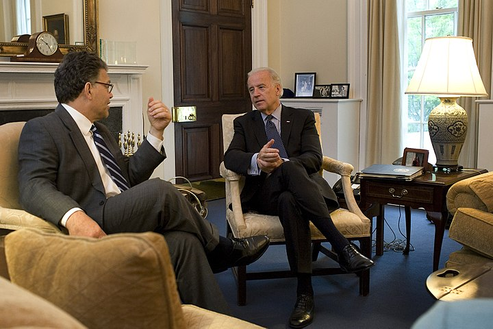 Joe Biden meets with Al Franken in DC 5-6-09.jpg