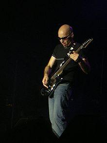 Joe Satriani live, 31 Maret 2003 di Chile.