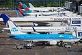 KLM Boeing 737-306; PH-BTE@MAN;14.05.2011 596ag (5732945758).jpg