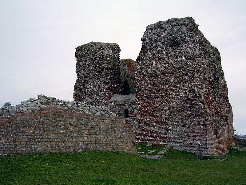 Kalø castle ruin tower.jpg
